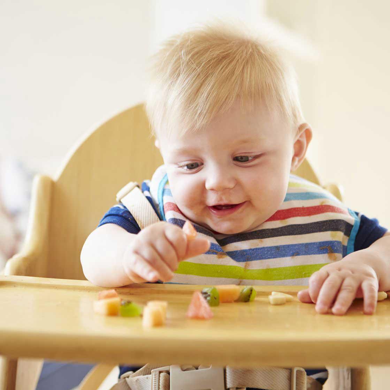 تغذیه کودک از تولد تا سه ماهگی چگونه باید باشد؟