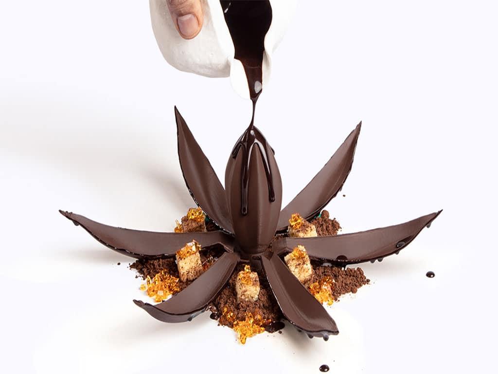 استودیوی مونا لیزا به سرآشپزها کمک می کند تا طرح های سه بعدی با شکلات ایجاد کنند