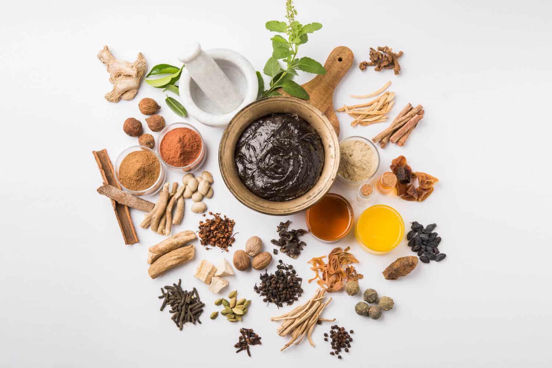 آشنایی  با طب سنتی شگفت انگیز آیورودا و بخش های مختلف آن