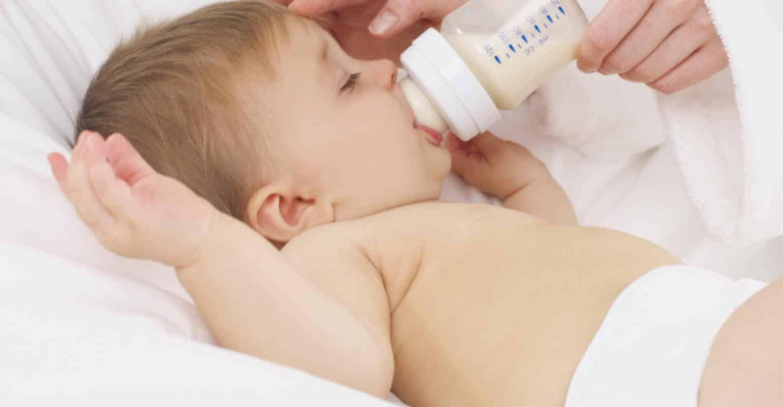 میزان شیر مادر و شیرخشک که به نوزاد باید داده شود در شبانه روز چقدر باشد؟