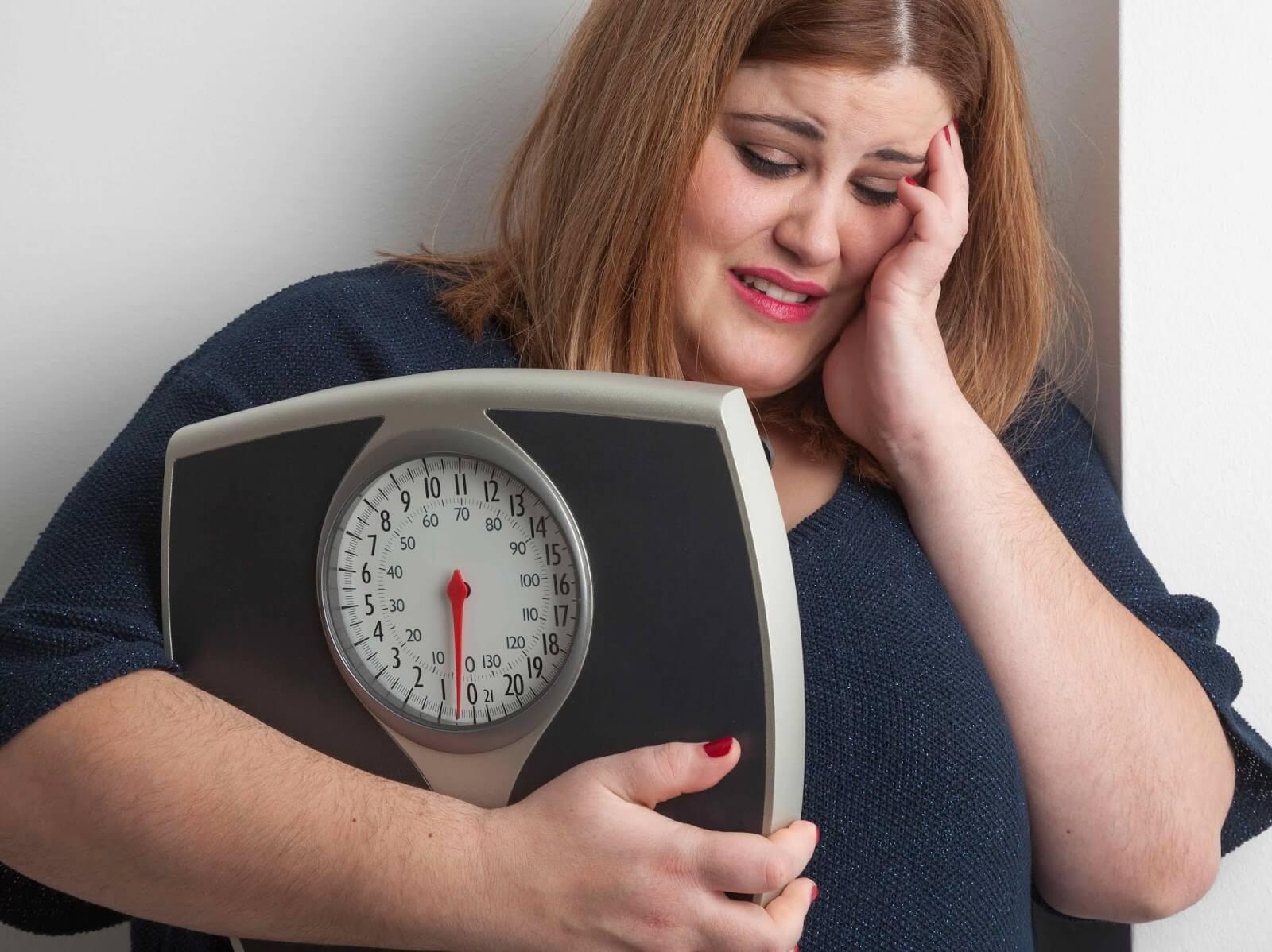 چاقی ناشی از استرس چیست و چگونه می توان آن را درمان کرد؟